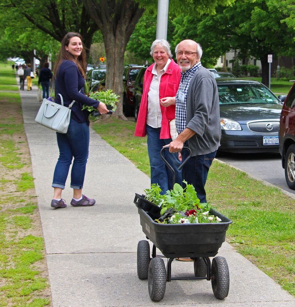 Volunteers Strengthen Saratoga Farmers' Market Community